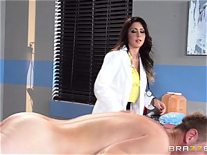 edible physician Jessica Jaymes relaxes her pulsing patient
