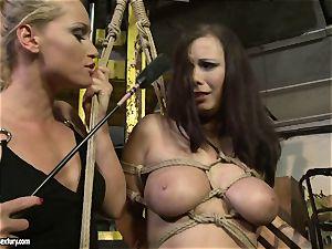 Kathia Nobili whip the tongue of bombshell damsel
