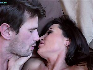 milf porn industry star Lisa Ann goes for a morning hookup