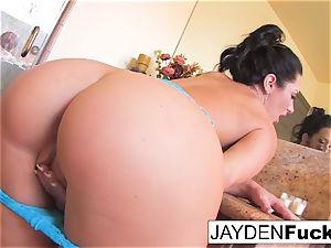 Jayden Jaymes milks