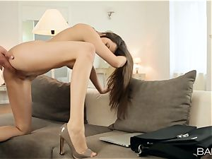 Pretty wifey Connie Carter quits cleaning to bang her guy