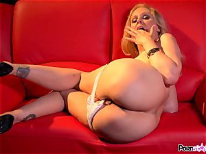 ultra-kinky mother Julia Ann frolicking with her succulent milfy coochie