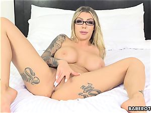 ultra-kinky Karma RX toys her arse with a fuck stick solo