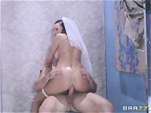 Bride Juelz Ventura getting her sizzling caboose plumbed