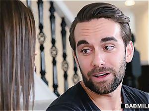 Ella Knox wants her Stepmom's guy fucktoy