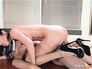 scorching lecturer Dava Foxx seduces her nervous student