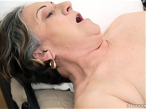 older damsel drilled rock hard in her cooch