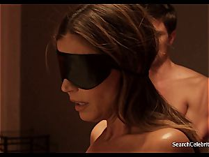 brunette Charisma Carpenter wants to display her naked figure