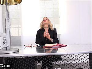 manager honey Sarah Jessie plumbs her secretary on the job