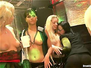 Bibi Fox lock crevasse the key of a hot boys with pals