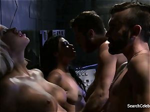 Jazy Berlin and Cassandra Cruz - eagerness in Space