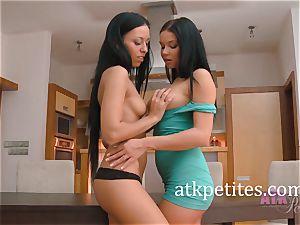 Bailey Ryder and Victoria Blaze Make girl/girl enjoy