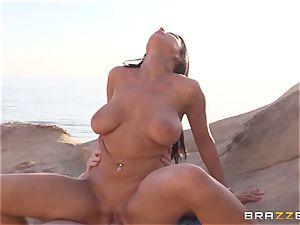 Romi Rain enjoys super-fucking-hot sex on the beach