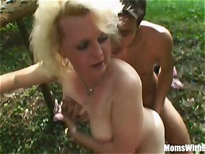 blonde Mama Jana Receives harsh porking Outdoors